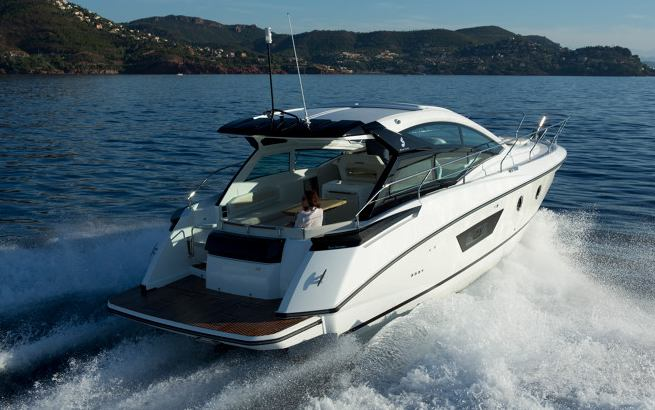 Beneteau Gran Turismo 40 Motorboat / Cruiser for sale at