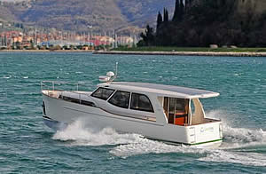 greenline hybrid 33 powerboat